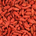 Jagody Goji zawierają kilkukrotnie więcej pozytywnych dla funkcjonowania naszego organizmu składników odżywczych niż inne pospolite naturalne warzywa i owoce znane nam na co dzień.